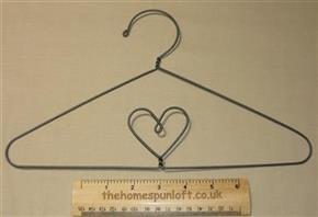 "12"" Heart Wire Quilt Hanger with Hook"