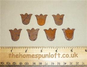 2.5cm Rusty Tin Primitive Flower Shape