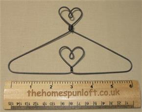 "6"" Heart top and centre wire quilt hanger"