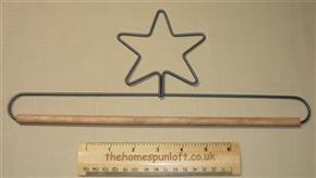 "12"" Star Wire Quilt Hanger With Wooden Dowel"