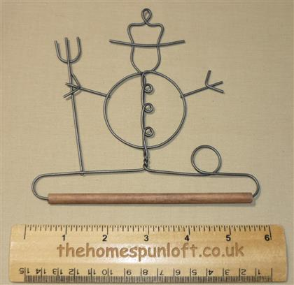"5"" Snowman wire quilt hanger with wooden dowel"