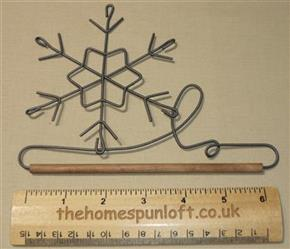 "6"" Snowflake wire quilt hanger with wooden dowel"