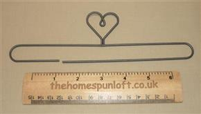 "7 1/2"" Wire Quilt Heart Hanger With Split Bottom"