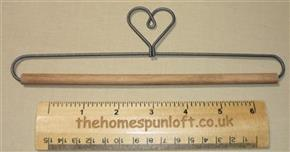 "7.5"" Heart Wire Quilt Hanger with Wooden Dowel"