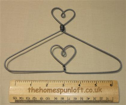 "7.5"" Heart top and centre wire quilt hanger"