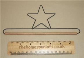"7.5"" Star Wire Quilt Hanger With Wooden Dowel"