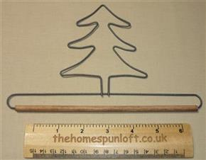 "7.5"" Tree wire quilt hanger with wooden dowel"