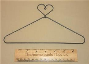 "9"" Wire Quilt Hanger With Heart Top"