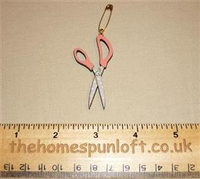 Quilter's Sewing Scissors Wooden Brooch